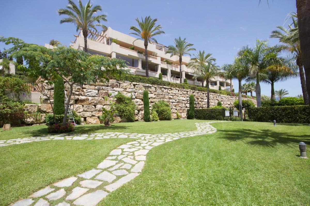 Apartment Middle Floor for sale in El Paraiso, Costa del Sol