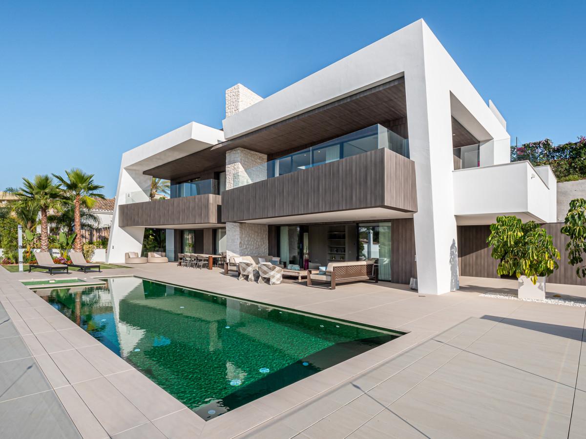 Villa, Detached  for sale    in Nueva Andalucía