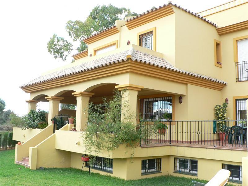 Unifamiliar, Adosada  en venta    en Guadalmina Alta