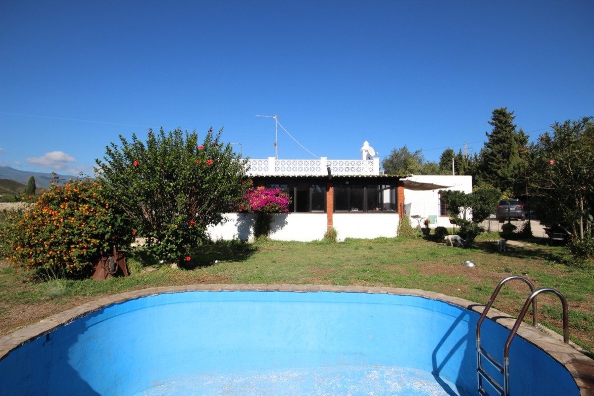 Villa, Finca  for sale    in New Golden Mile