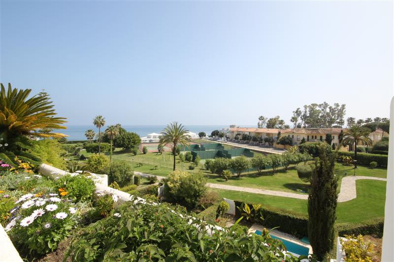 Apartment, Middle Floor  for sale    in Guadalmina Baja