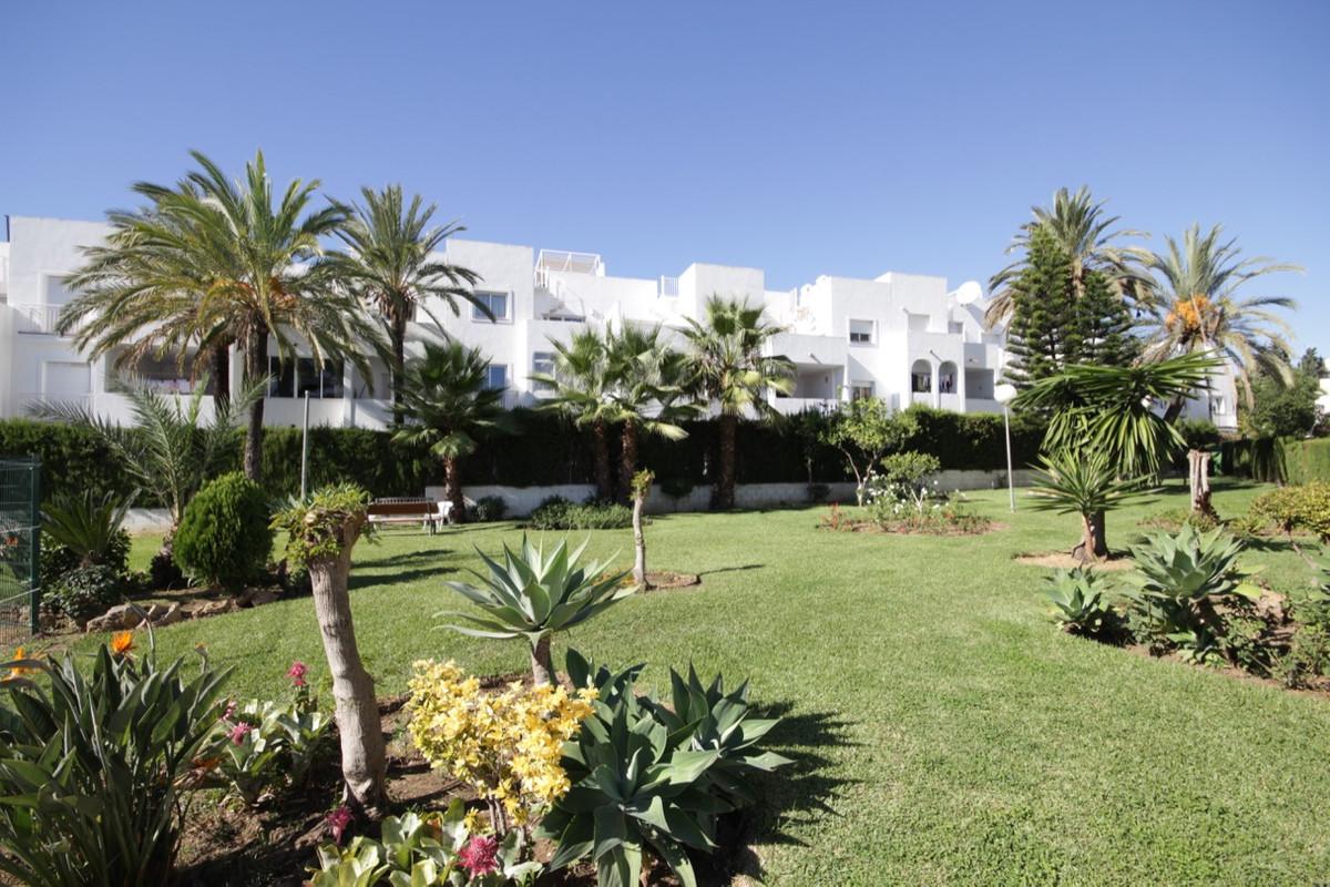 Apartment, Middle Floor  for sale    in El Paraiso