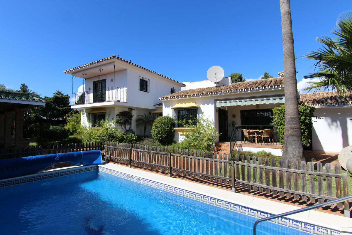 Villa, Detached  for sale    in El Paraiso