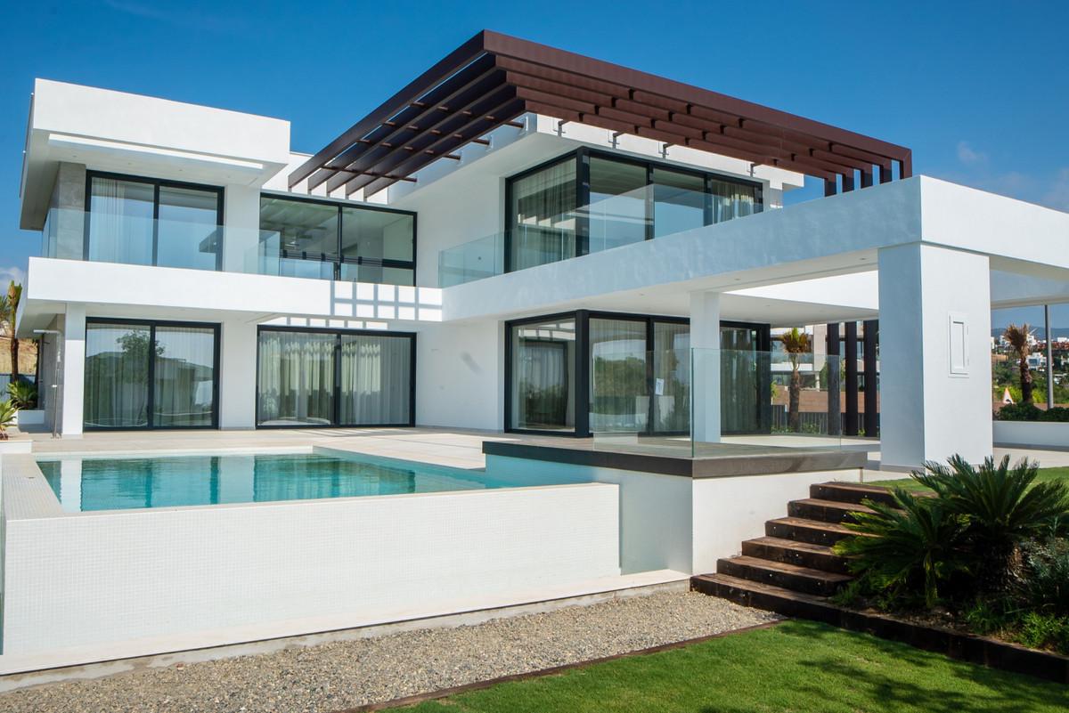Villa, Detached  for sale    in New Golden Mile
