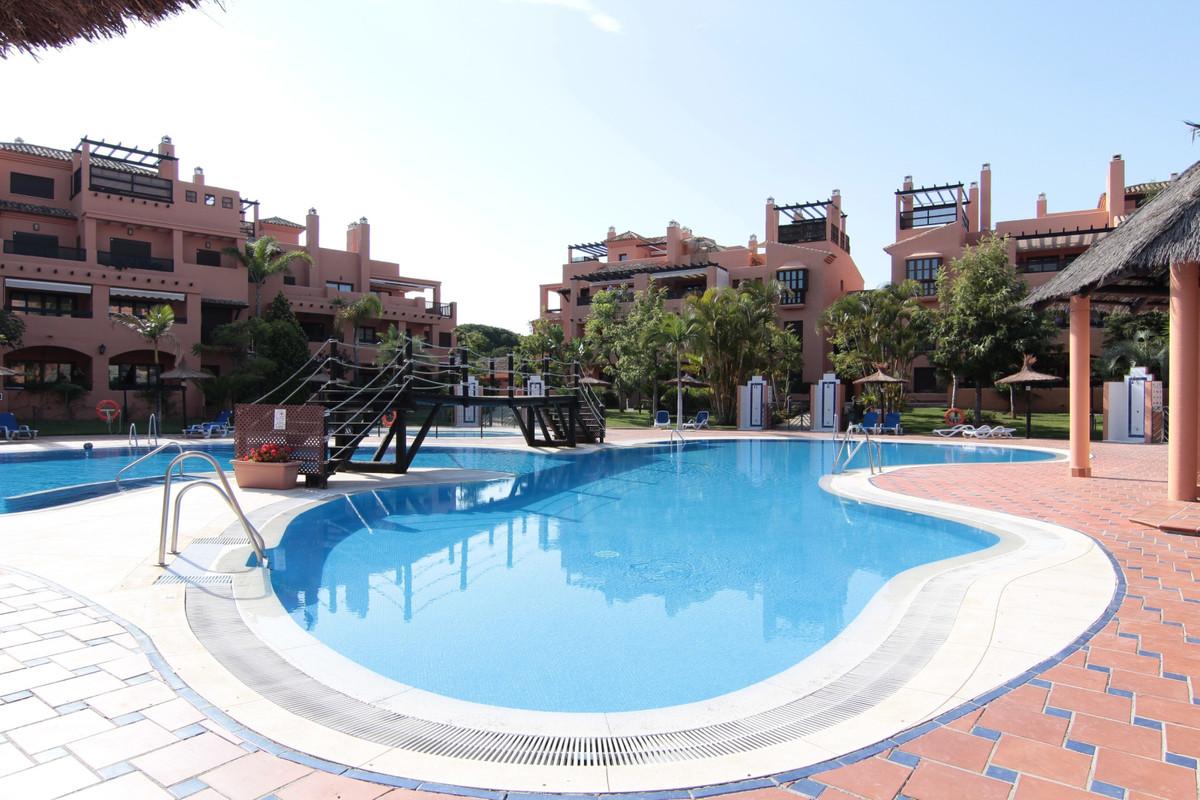 Apartment, Middle Floor  for sale    in Hacienda del Sol