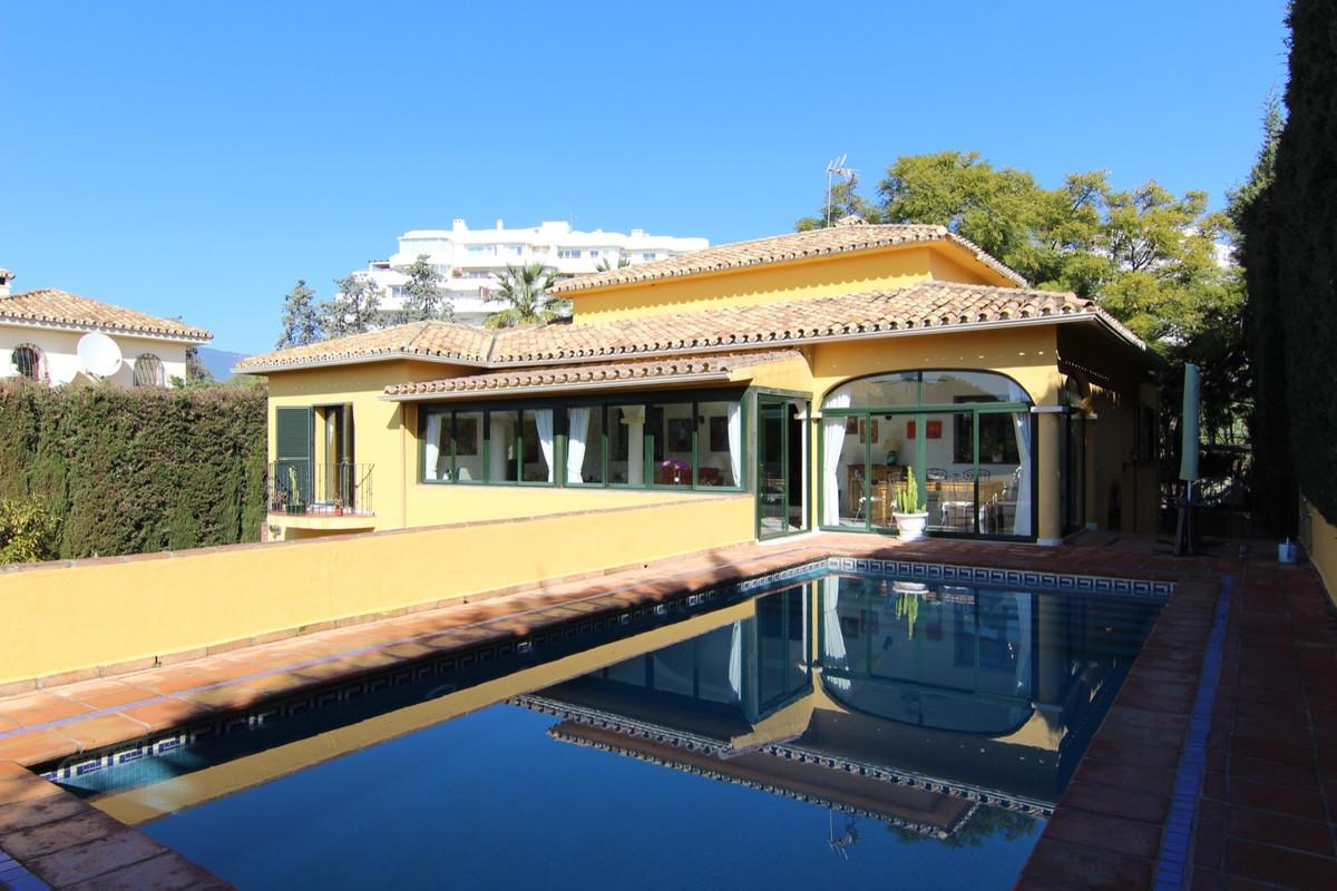 Villa Independiente en venta en Guadalmina Alta, Costa del Sol