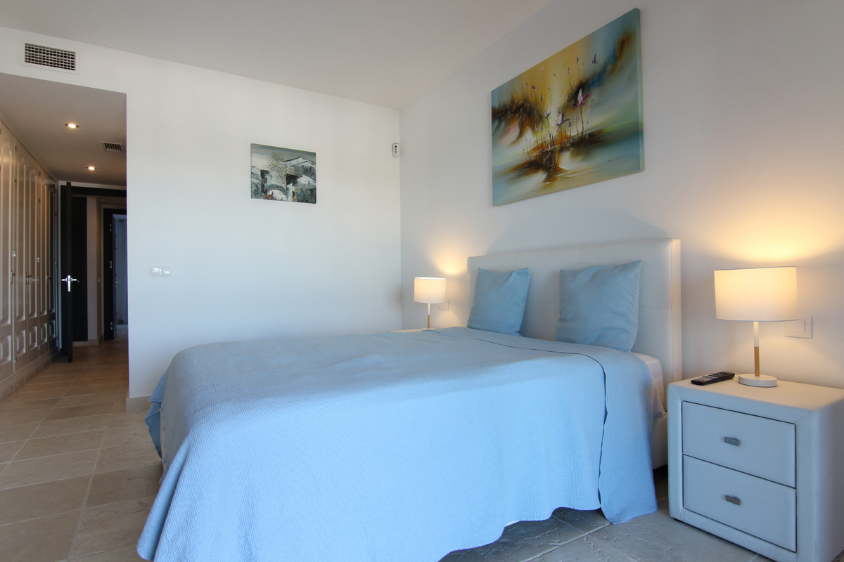 Apartment Middle Floor for sale in Atalaya, Costa del Sol