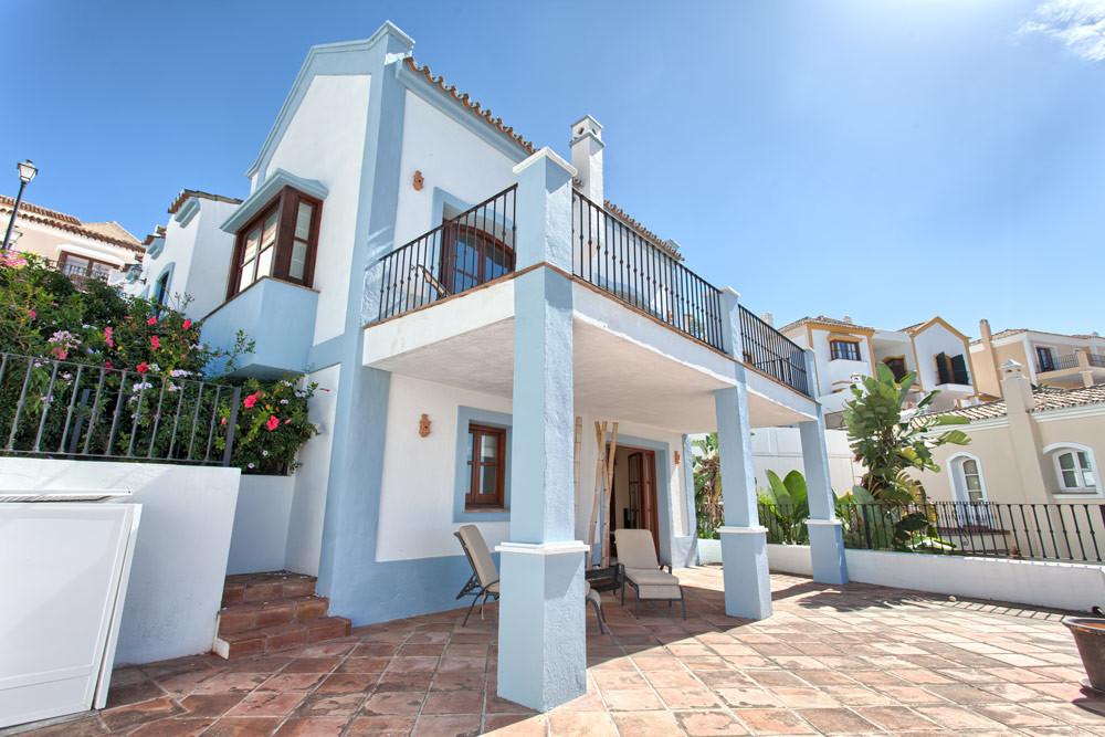 Townhouse, Terraced  for sale    in Benahavís