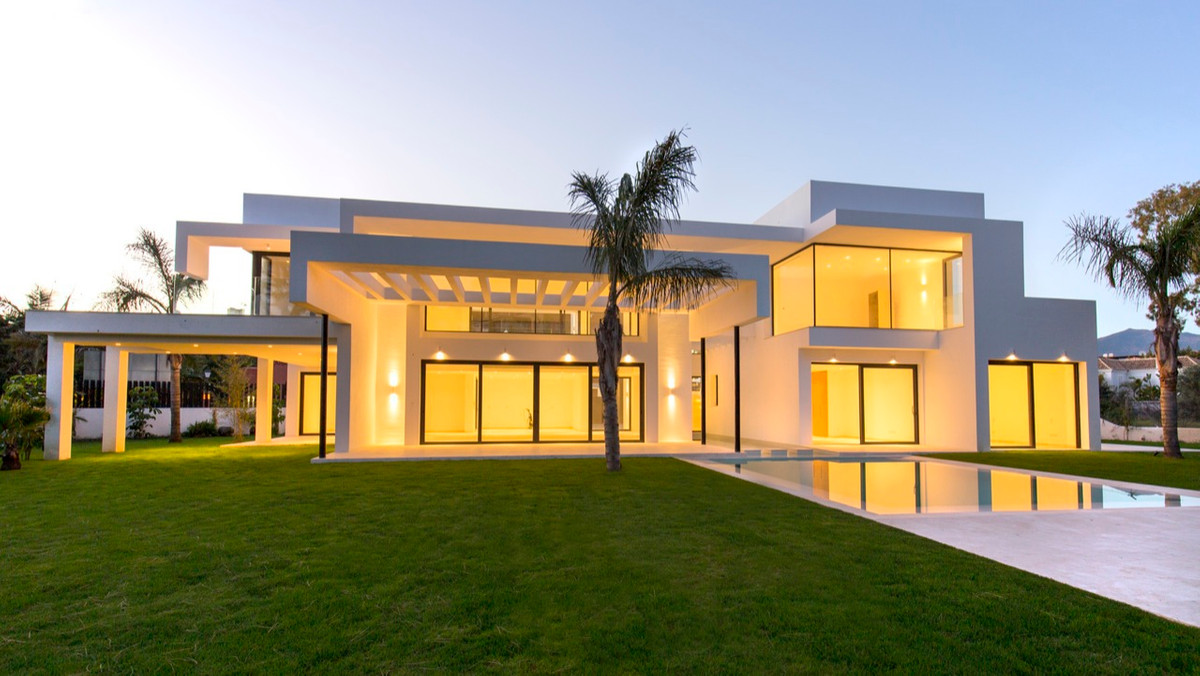 Villa, Independiente  en venta    en Guadalmina Baja