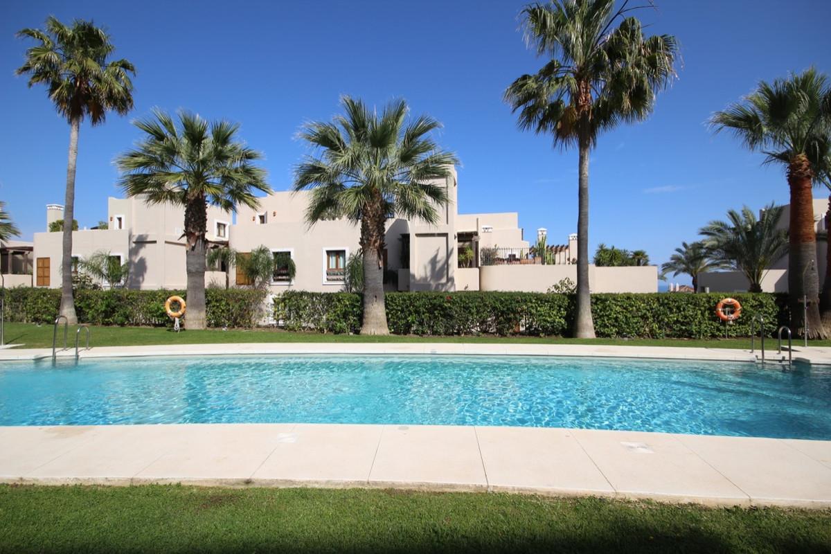 Apartment Penthouse for sale in El Paraiso, Costa del Sol