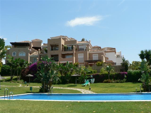 Apartment, Middle Floor  for sale    in Guadalmina Alta