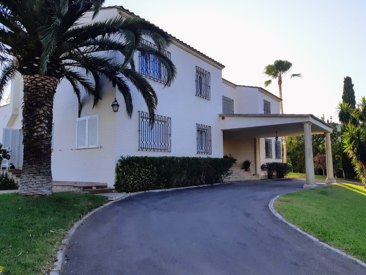 Luxurious 6 bedroom villa with separate guest apartment, unique swimming pool, spectacular gardens, ,Spain