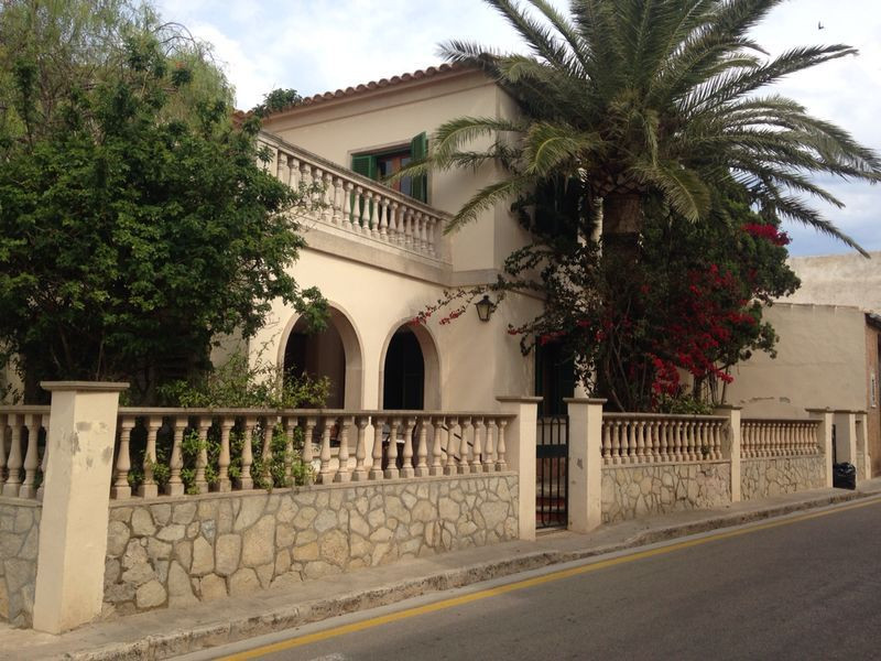 villa in Santanyi at the entrance of the village with 4 bedrooms and 2 bathrooms and a toilet large ,Spain