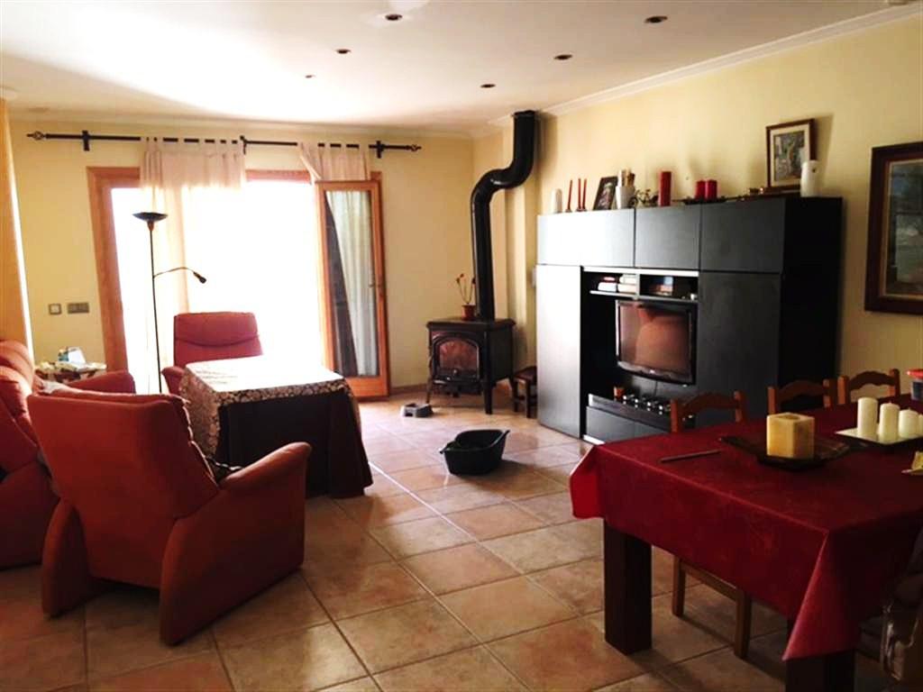 Beautiful house in Inca 330 m2 (110 m2 per floor) has a cellar, garage, cellar, 4 full bedrooms one ,Spain