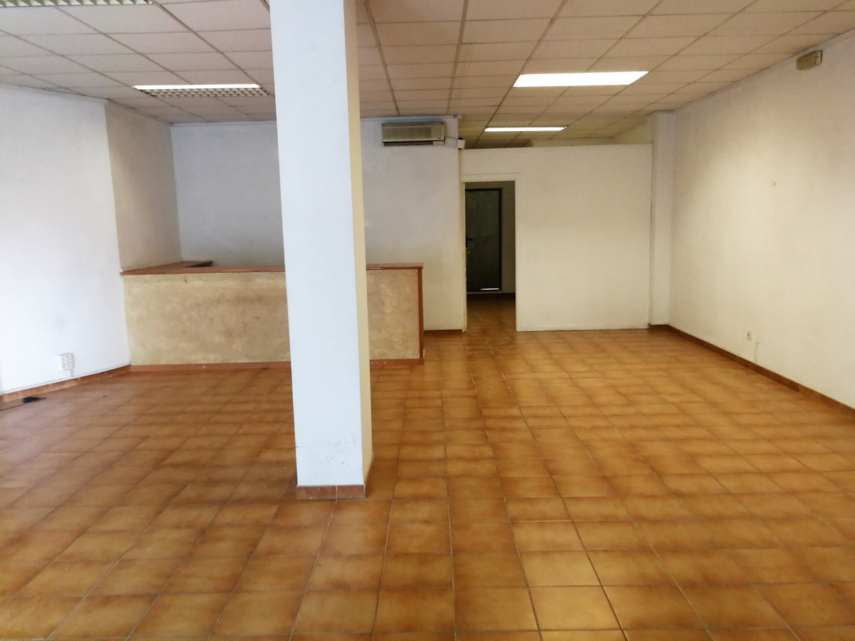 LOCAL SUITABLE FOR BUSINESS OR OFFICE HAS 90 M2 + 90 M2 TERRACE WITH TWO METALLIC DOORS ONE SHOWROOM,Spain