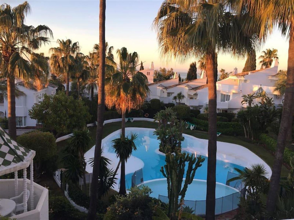 4 bedroom townhouse for sale marbella