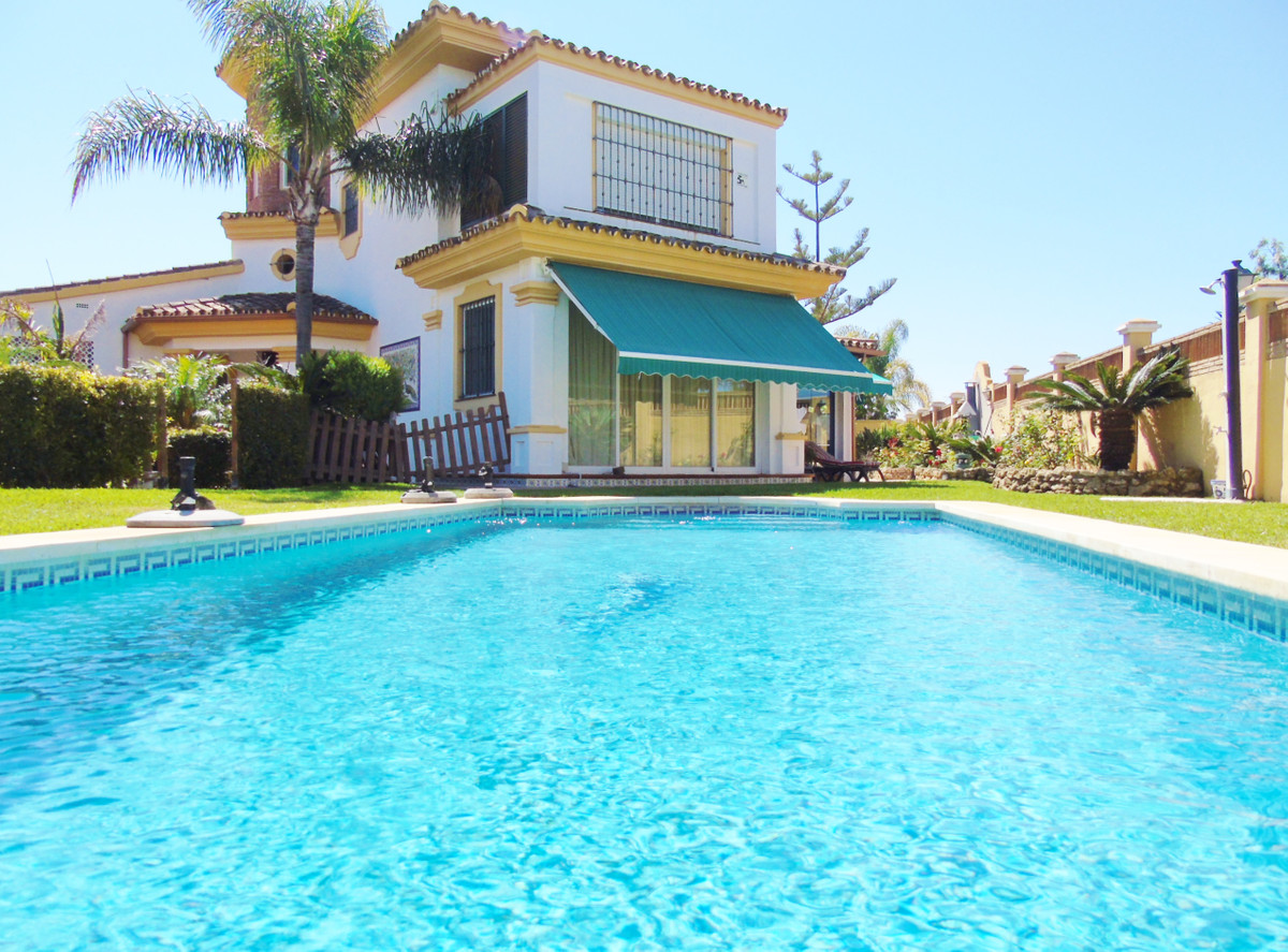 Beautiful villa 600 meters from the beach. It is located in a residential area of great prestige, ju,Spain