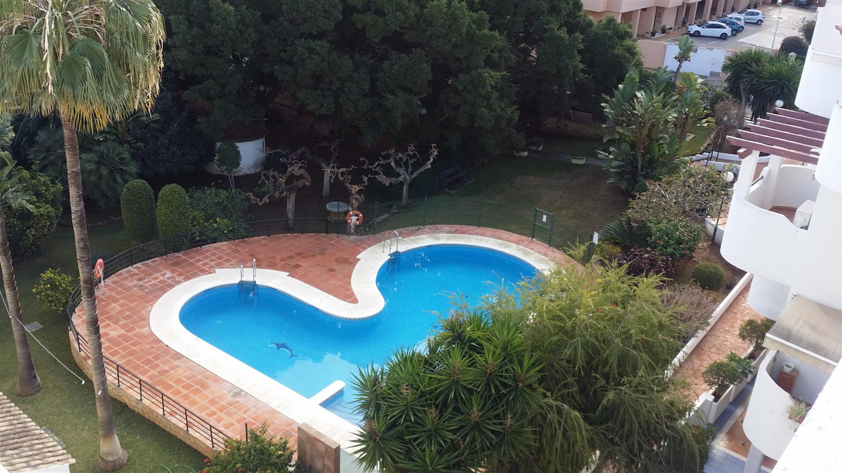 A Fantastic Duplex Penthouse in the heart of the much sought after La Carihuela.  This house is seco,Spain