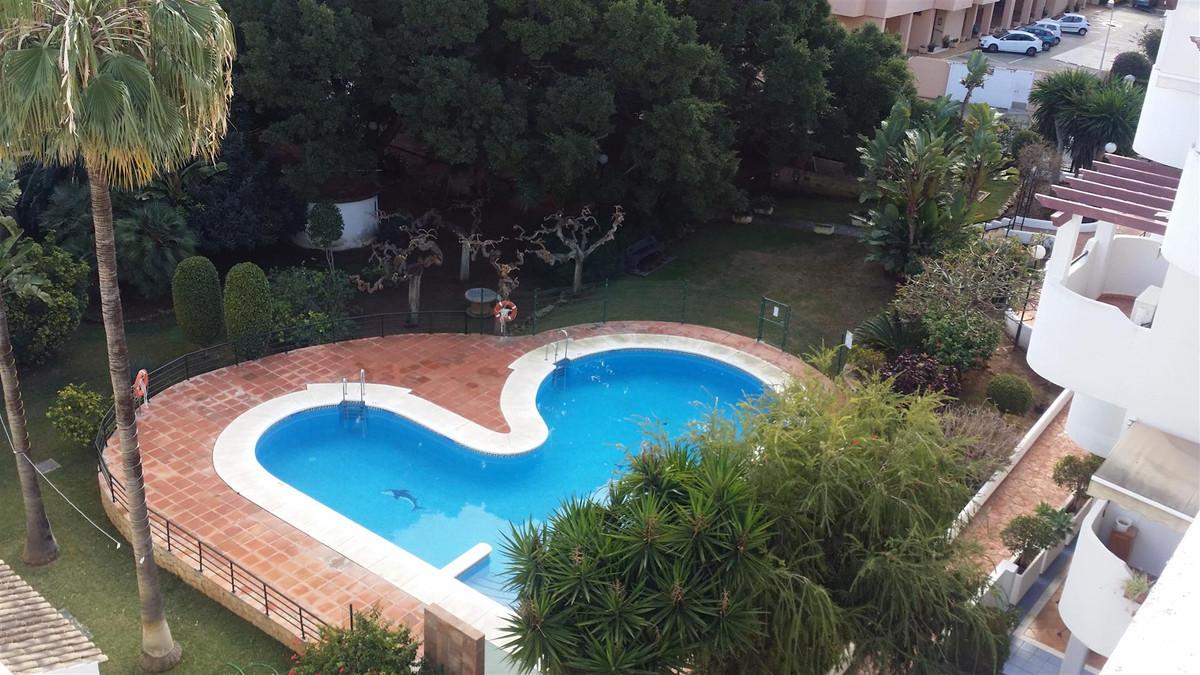 Apartamento 4 Dormitorios en Venta La Carihuela