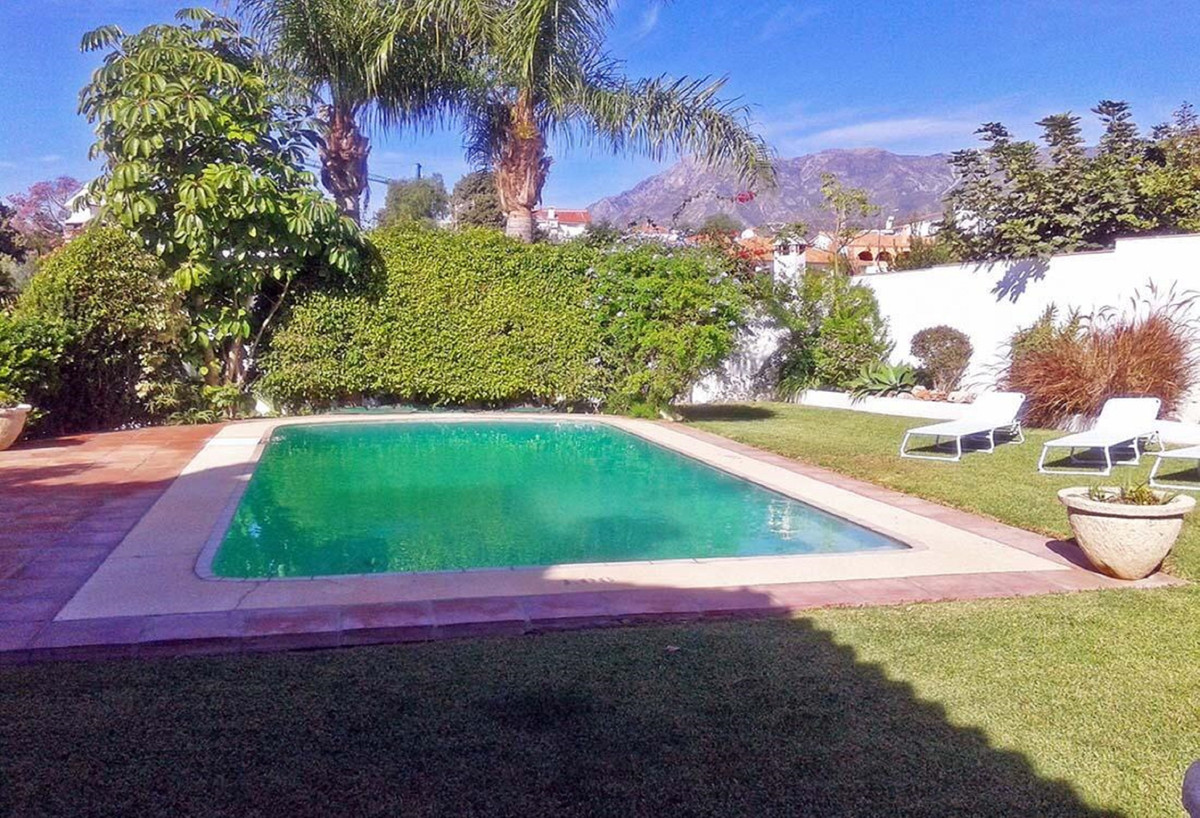Detached Villa for sale in Marbella R3597308