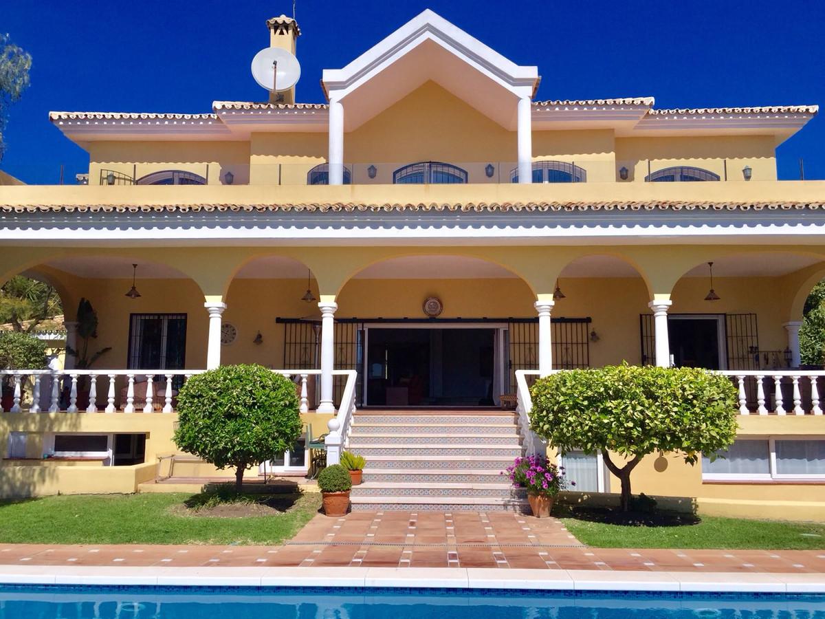 Detached Villa, El Paraiso, Costa del Sol. 6 Bedrooms, 6 Bathrooms, Built 650 m², Garden/Plot 1840 m,Spain