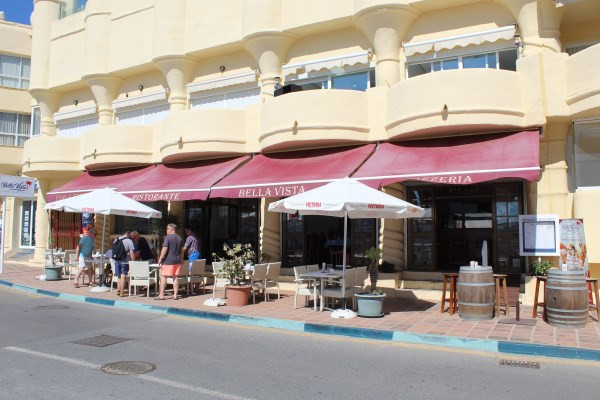 *** Fantastic modern restaurant for Sale or lease in the Beautiful Marina of Benalmadena Costa.  Bra,Spain