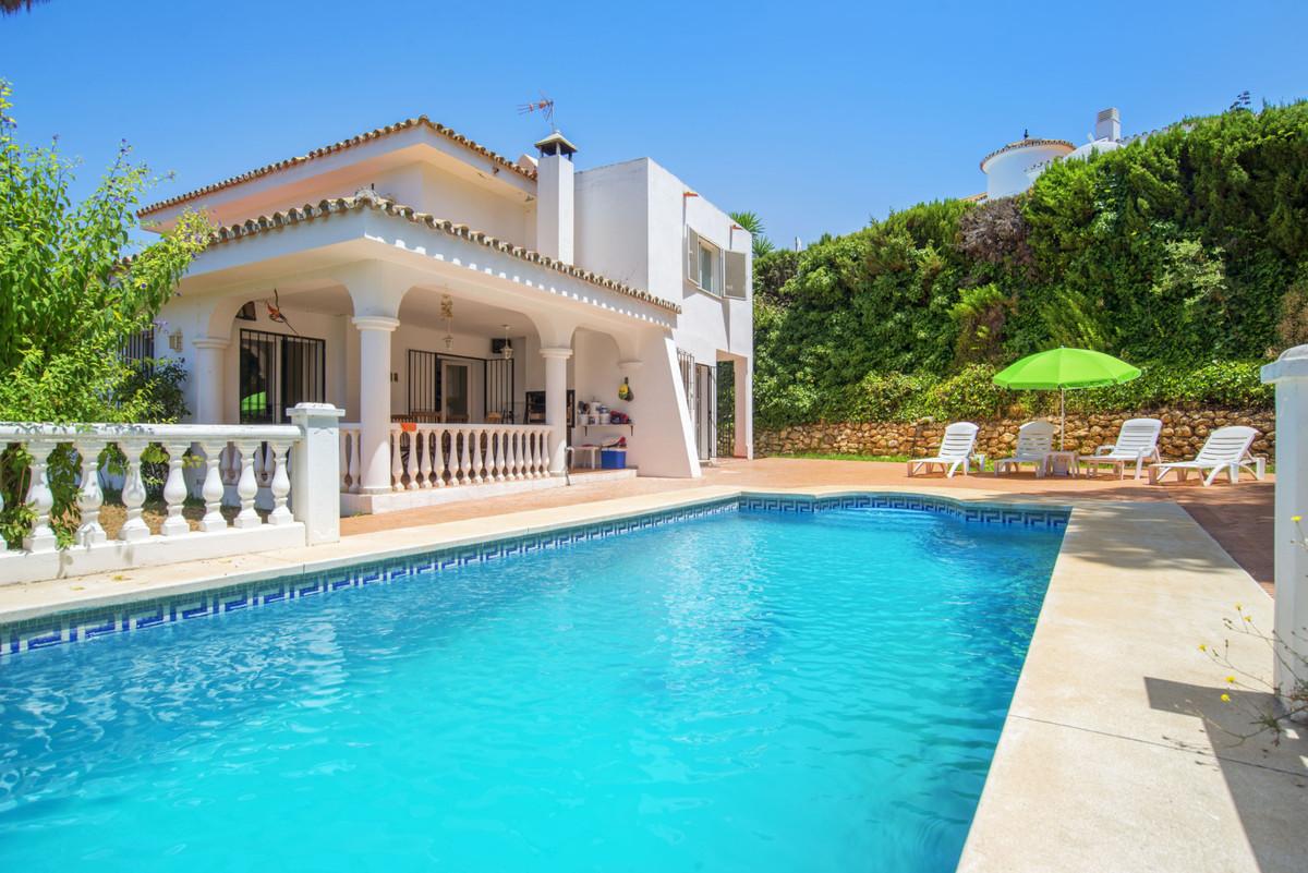 Detached Villa, Elviria, Costa del Sol. 4 Bedrooms, 3 Bathrooms, Built 261 m², Garden/Plot 1037 m². ,Spain