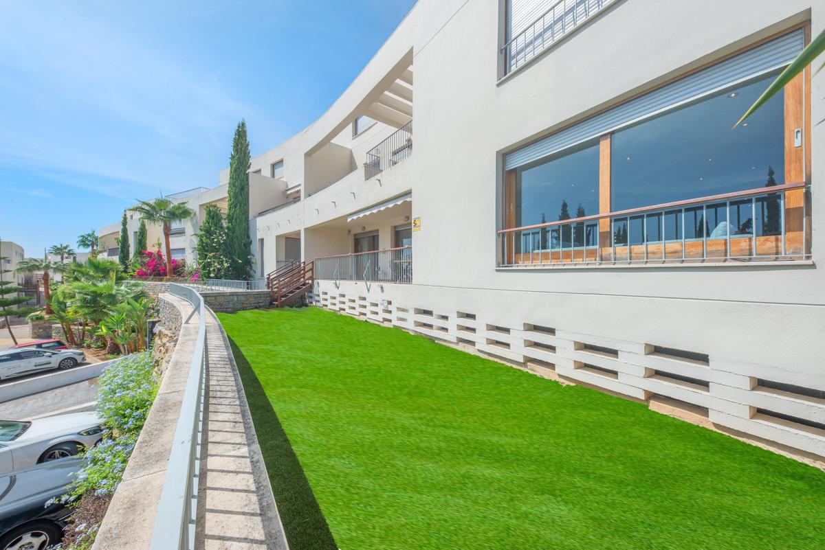 Apartment Ground Floor in Altos de los Monteros, Costa del Sol