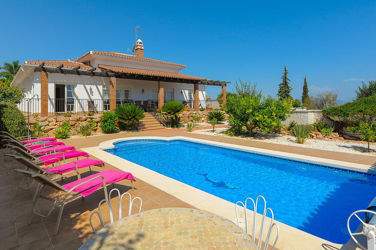 Excellent villa with 4 bedrooms in the most prestigious urbanisation of Alhaurin el Grande. With sec,Spain