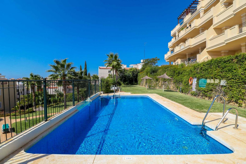 Very nice and sunny apartment in the prestigious urbanization of Miraflores Hills in Riviera del Sol,Spain