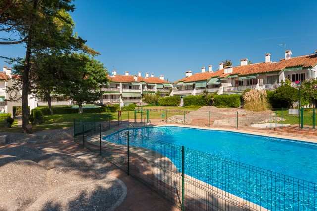 Originally listed for 319.000 €, and recently reduced to 289.000 €, delightful penthouse located ins,Spain
