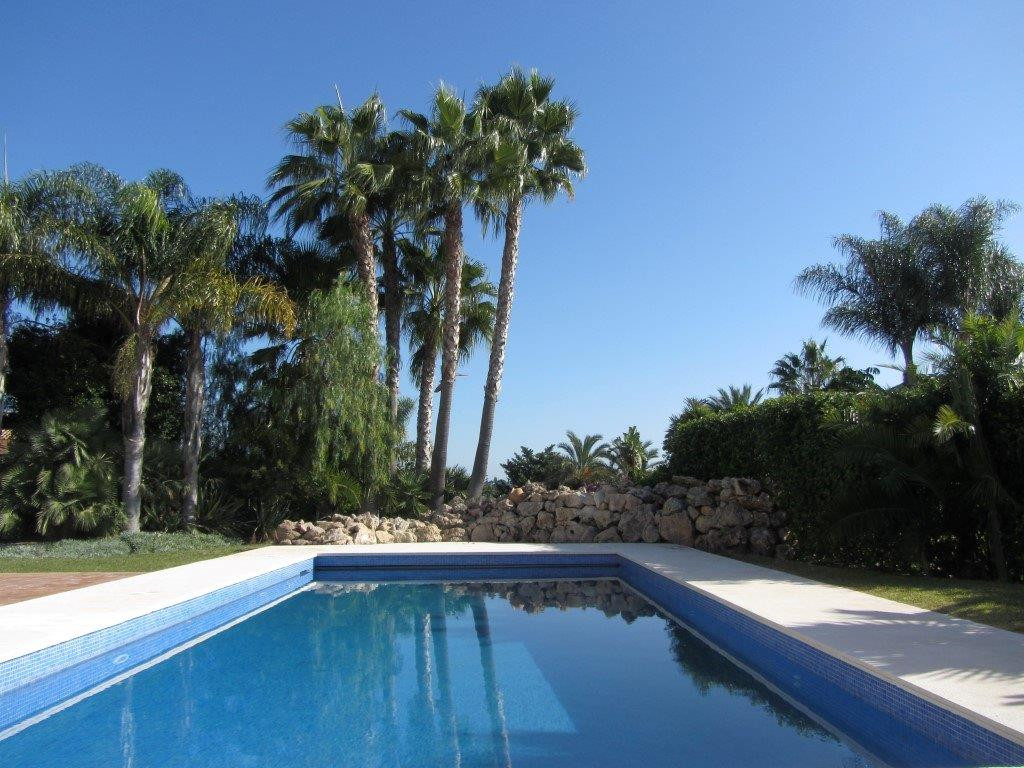 Originally listed for 790.000 €, and recently reduced to 699.000 €, large villa on one level offerin,Spain