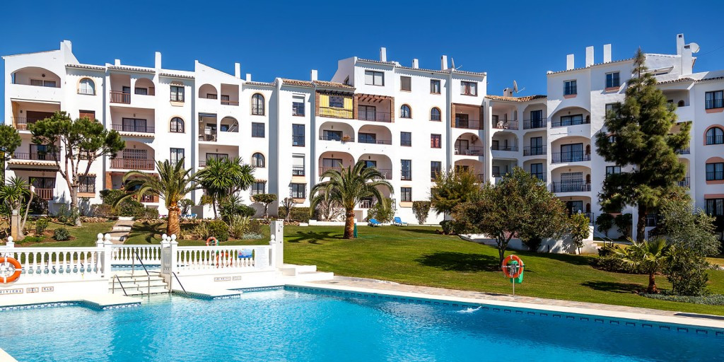 Limited units available - contact us today to check latest availability.   Superbly located, this ma,Spain