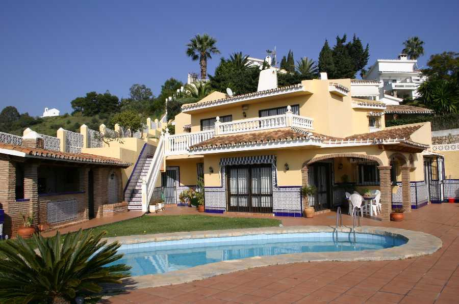 Originally listed for 1,500,000€ and recently reduced to 780,000€ to achieve a fast sale.  Villa,  G,Spain