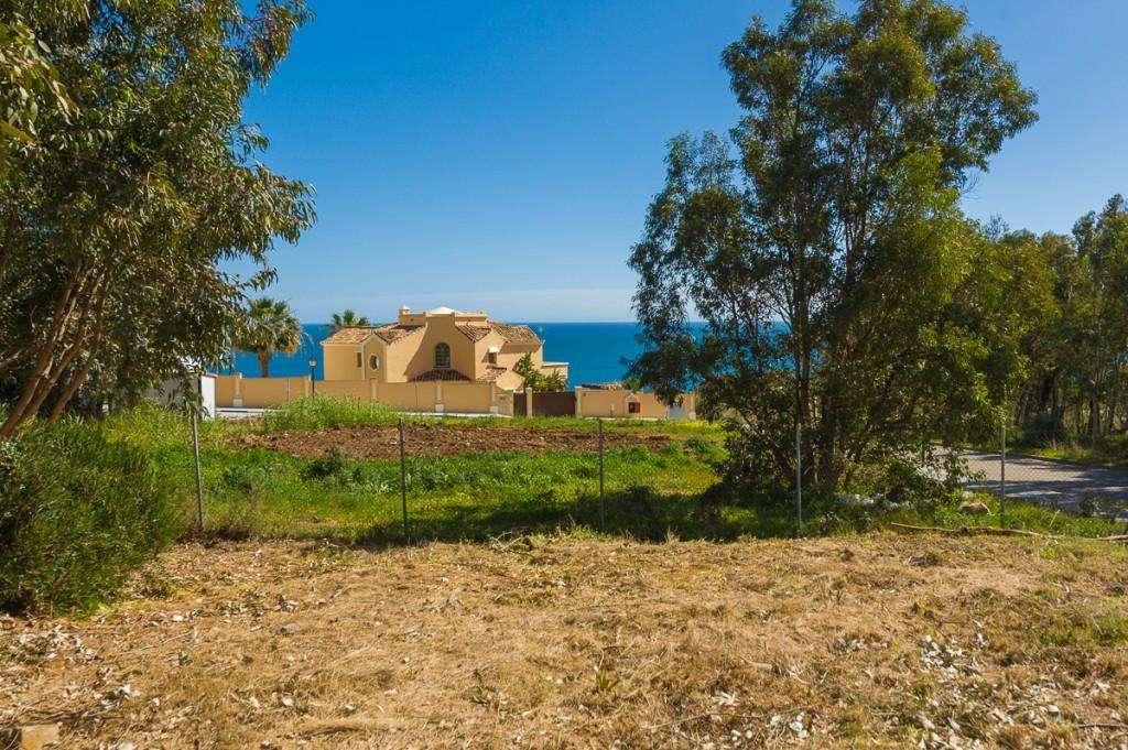Fantastic residential corner plot with amazing views in the beautiful villa urbanization ¨La Paloma&,Spain