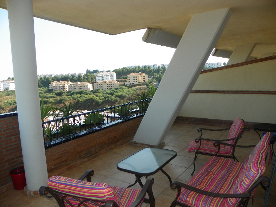 Spacious 2 bed/2 bath  apartment situated next to Miraflores Golf course in a gated community with s,Spain