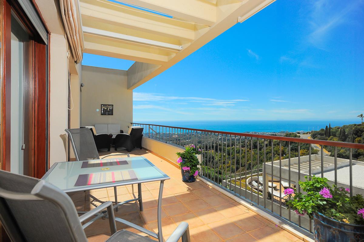 Beautifully presented apartment in the very prestigious Lomas de Los Monteros complex, a few minutes,Spain