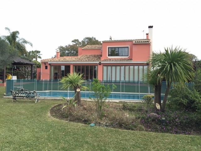 Villa for sale in San Pedro de Alcantara - San Pedro de Alcantara Villa - TMRO-R2595023