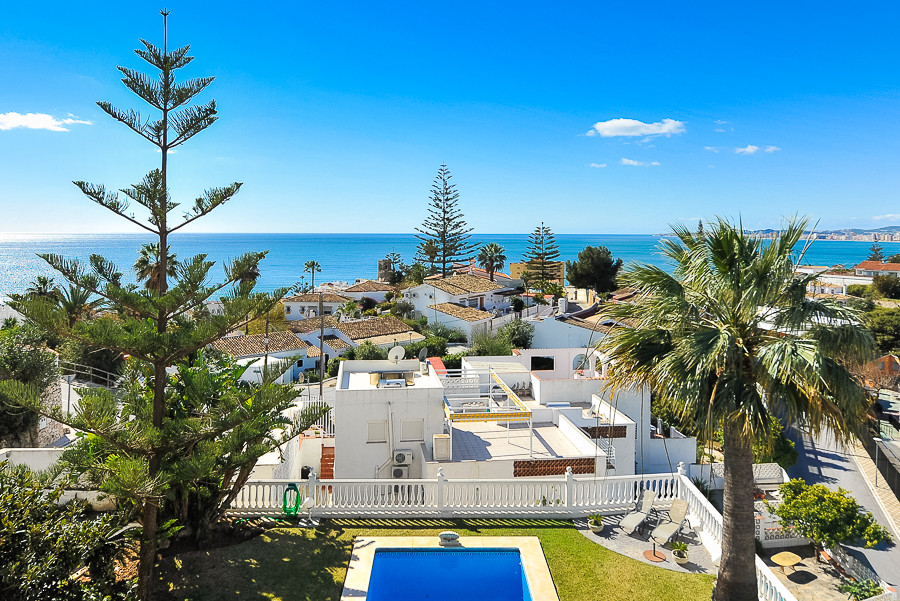 Originally listed for 1,200,000€ and recently reduced to 800,000€. Spectacular 4 bedroom villa situa,Spain