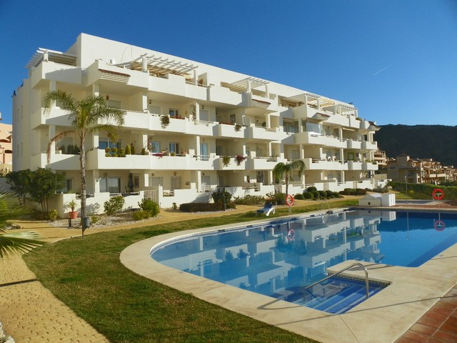 Fabulous 3 bedroom apartment located in Mijas Costa in Calahonda. The property is in excellent condi,Spain