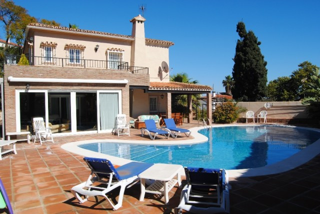 Originally listed for 1.300.000 €, and recently reduced to 1.150.000 €,  luxury villa which offers a,Spain