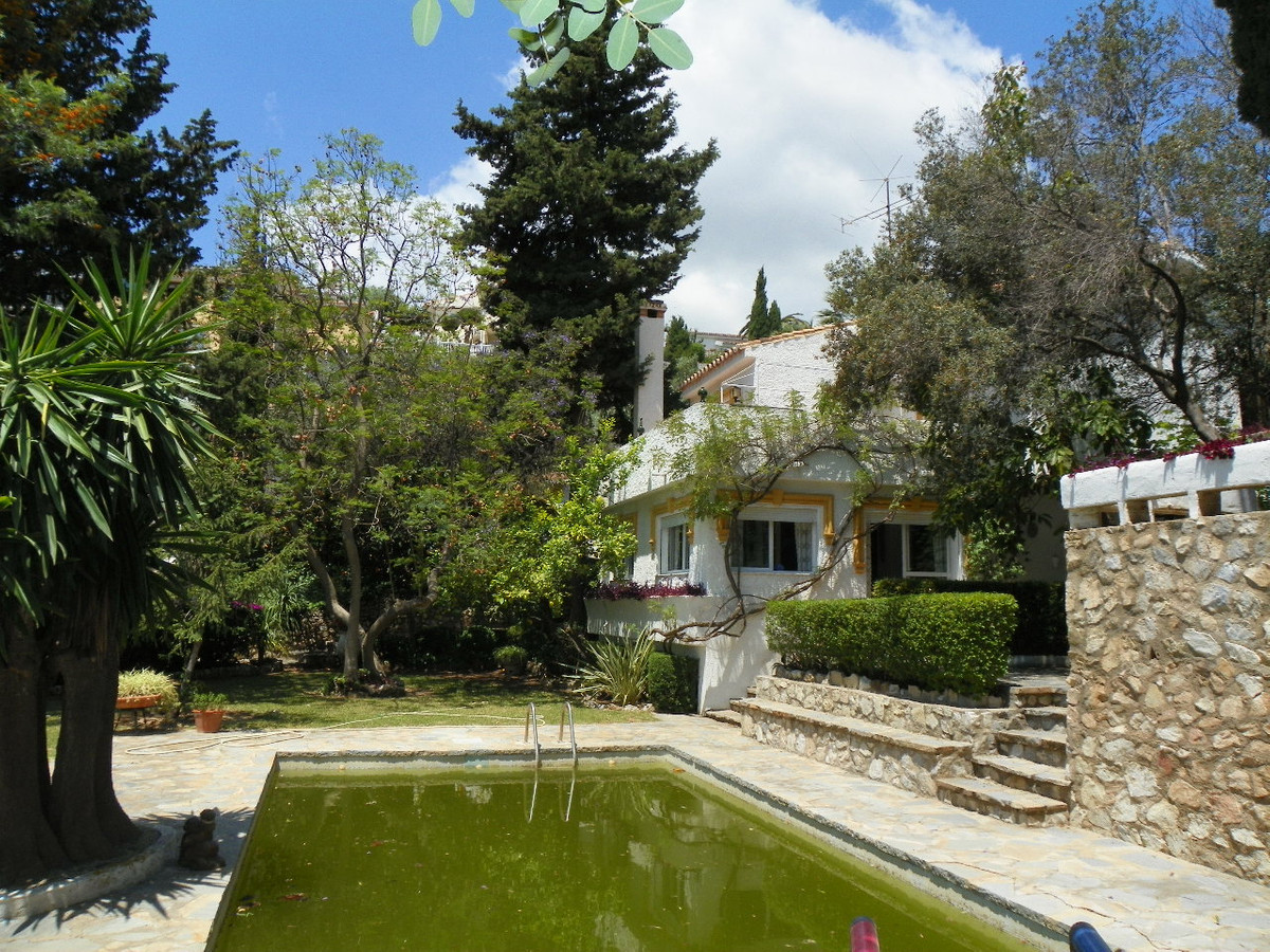Originally listed at 800,000 € now reduced to 750,000 €  This is a very special property located in ,Spain