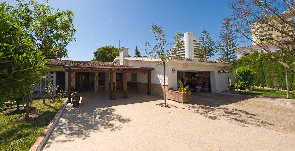 Detached Villa for sale in Benalmadena R131403