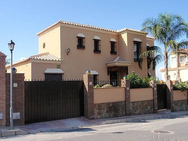 BEAUTIFUL VILLA LOCATED IN A POPULAR AREA OF ALHAURIN EL GRANGE JUST FEW MINUTES FROM A GOLF COURSE ,Spain