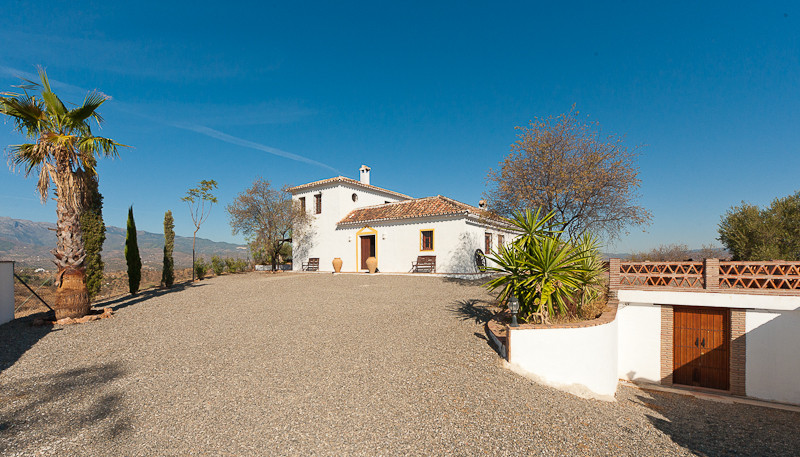 A charming rural property comprising of two separate homes located on a 20,000sqm plot and set on th,Spain