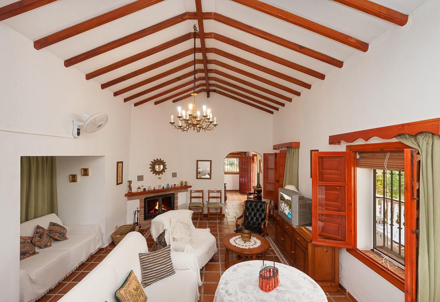 Finca - Cortijo for sale in Almogía R2882987
