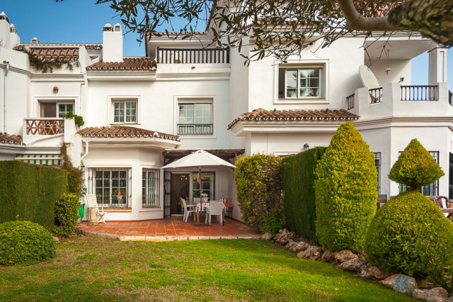 Property located in the sought after urbanization of Lauro golf, awarded in 2004 for its design of t,Spain