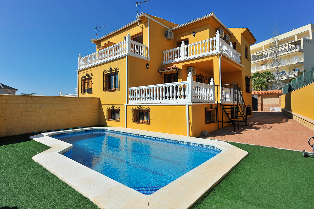 Originally listed at €425,000 now reduced to €395,000, fabulous semi-detached villa found in Benalma,Spain
