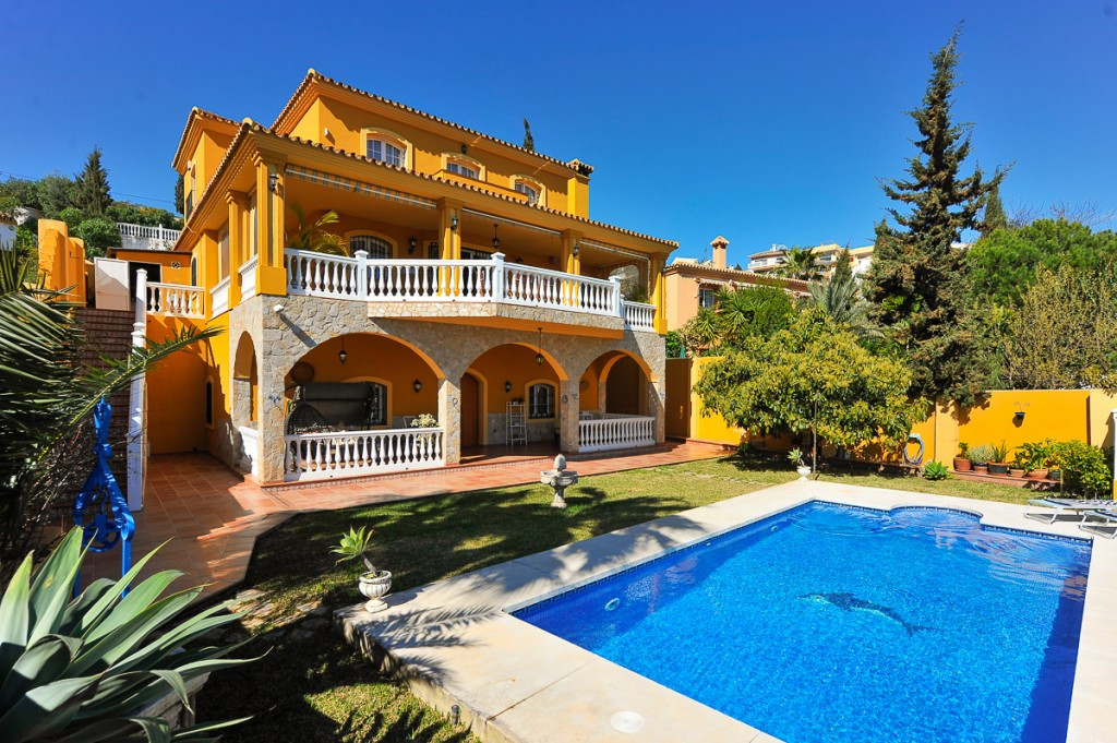 Originallly listed 995.000 € now reduced to 899.000 € Fantastic villa that is located in a prestigio,Spain