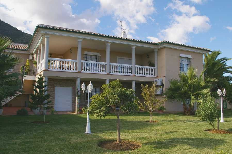 Originallly listed at 1,315,000 € now reduced to 1,150,000 €. Excellent villa located in one of the ,Spain